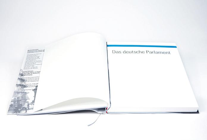 bücher_parlament_02